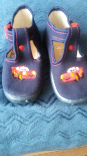 Buty kapcie nowe 22