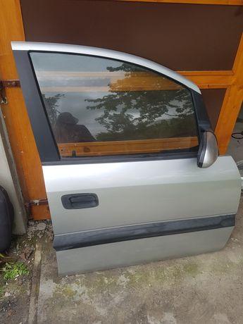 Drzwi Opel Zafira A  Prawy Przód Srebrne Ładne