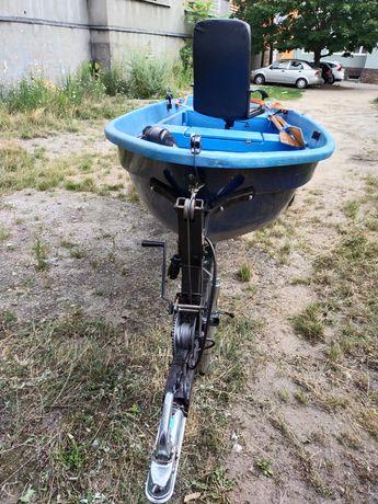 Sprzedam łódkę wędkarską z przyczepką i silnikiem