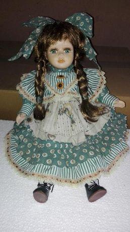 Boneca em porcelana nova