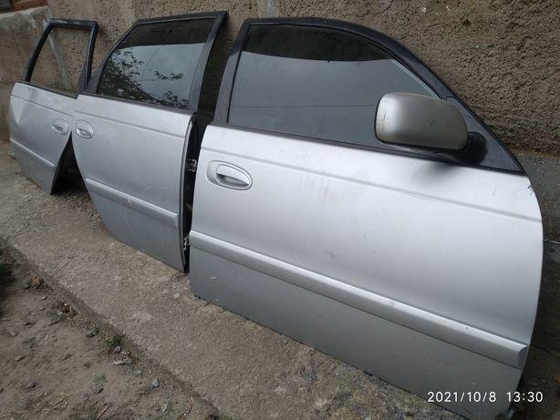 Двери Тойота Авенсис т22 2002 года