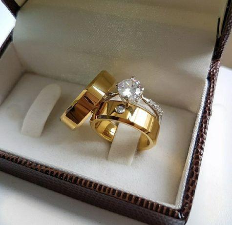Cudowna Para Złotych Obrączek Ślubnych