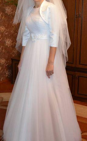 Весільна сукня, кільця до неї та болеро