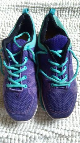 Фирменные кроссовки,модель унисекс