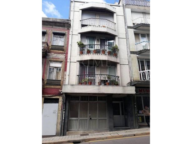 Loja / Armazém com 176 m2, na Rua da Boavista, junto à Pr...