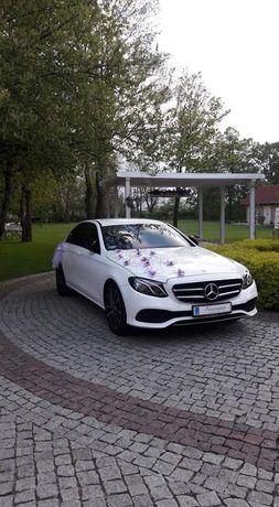 Auto do ślubu,Biały Mercedes E-Klasa z Kierowca