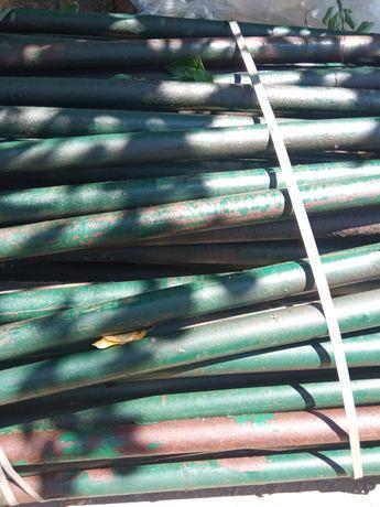 Escoras metálicas de 3 metros usadas em bom estado de tubo reforçado.