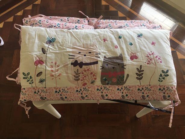 Protector de cama de grades para menina