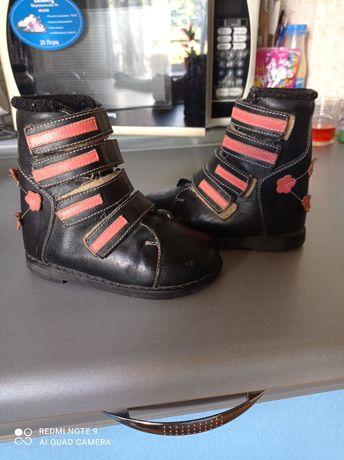 Продам кожаные  ортопедические осень-весна ботиночки.