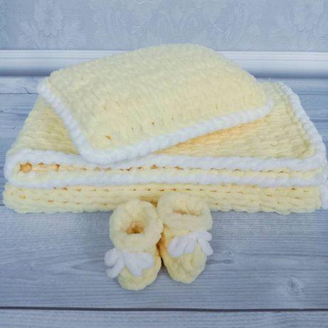 Плюшевый комплект в детскую кроватку: плед + подушка + пинетки