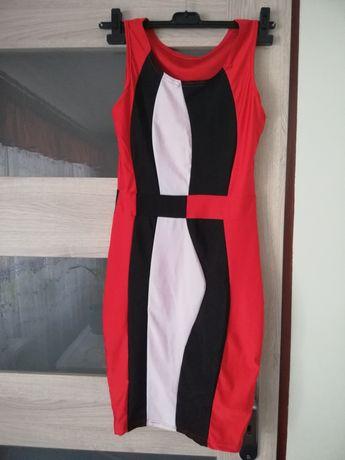 Sukienka prosta dopasowana