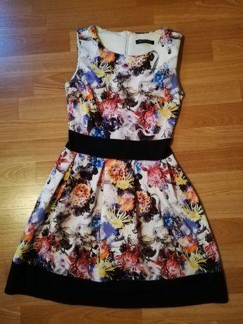 Lekko rozkloszowna sukienka w kwiaty