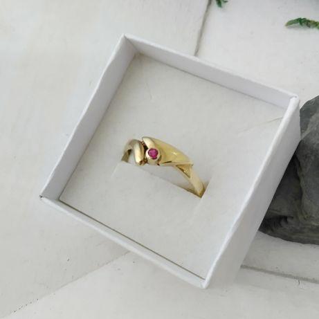 Złoty pierścionek z różowym oczkiem,  złoto 333