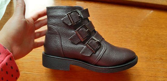 Ботинки демисезонные кожаные , новые, 36р, 23,5см,на девочку,девушку