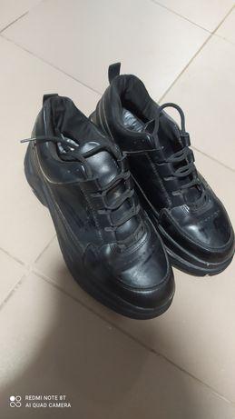 Продам кросовки 39 размера