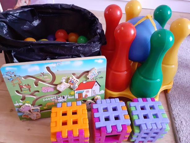 Zabawki dla maluch/piłeczki/klocki/układanka/kręgle