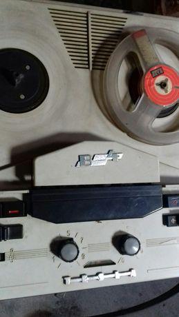 Magnetofon szpulowy Tesla