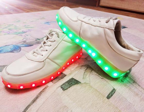Светящиеся LED кроссовки SIUMLATION. Унисекс 26,5 см.