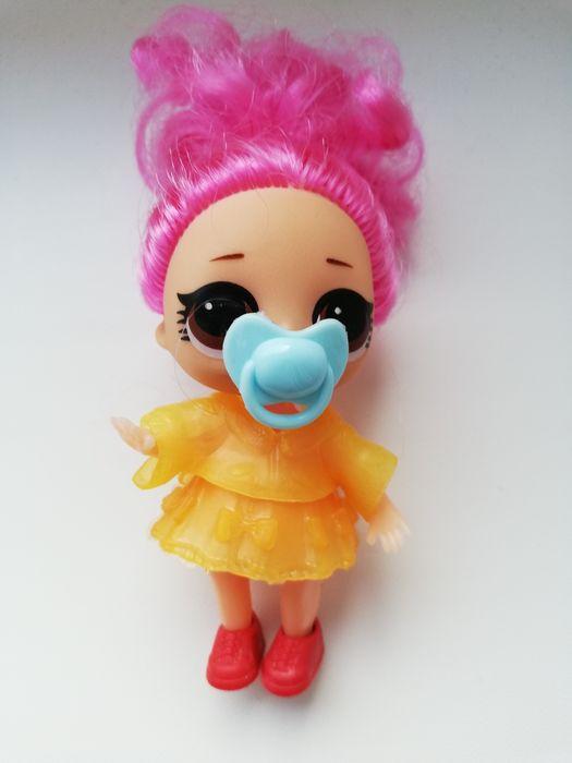 LOL suprise laleczka różowe włosy ubranko smoczek Żywiec - image 1