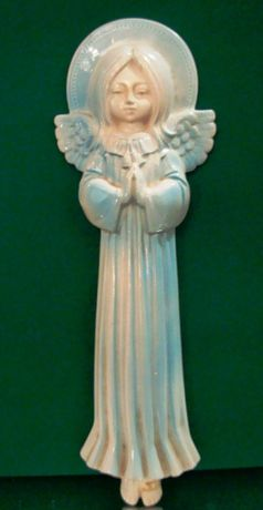 Anjo em faiança azul e branca com 37 cm de altura