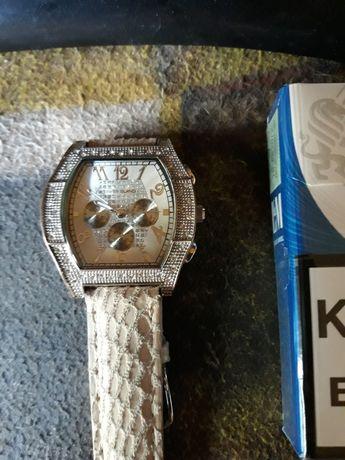 Продам женские часы River Island