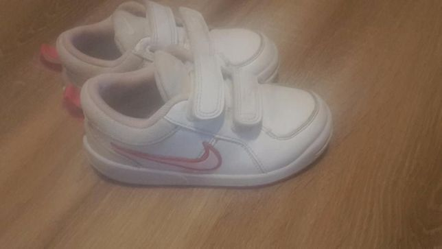 Adidasy Nike dla dziewczynki, rozm. 26