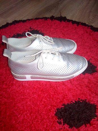 Макасіни кеди туфлі