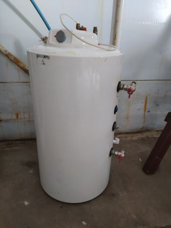 Zasobnik wody z grzałką, bojler elektryczny