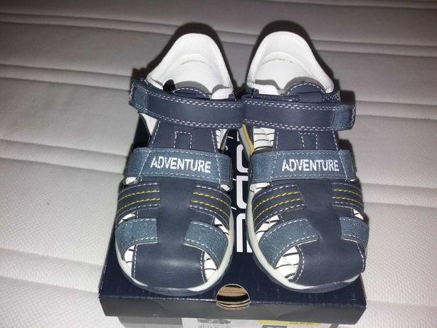 Sandálias de menino tamanho 25