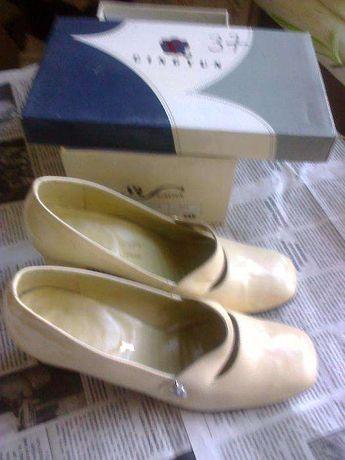 Туфли женские Венгрия 37р.светлые лакированые кожа толстом каблуке 5 с