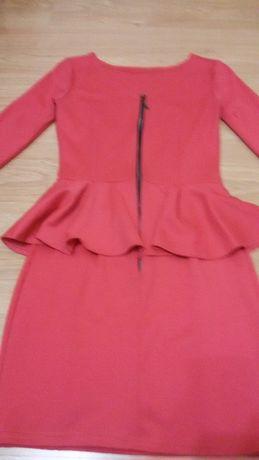 Платье коралловое с баской 42 размер