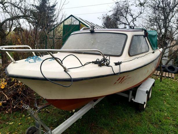Łódka z silnikiem Rybitwa