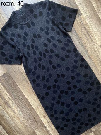 Sweterkowa sukienka w kropki w rozm. 40 L