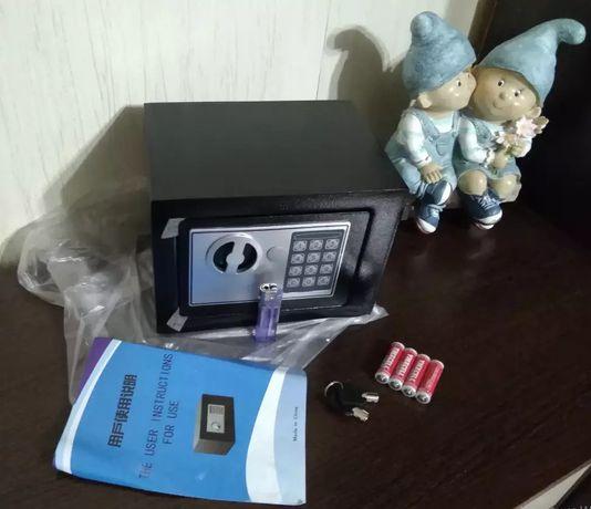 Сейф металевий з кодом та ключем