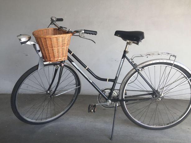 Bicicleta antiga de senhora