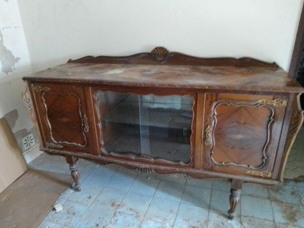 Mobília antiga para sala de jantar