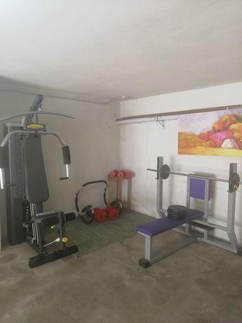 Equipamento de exercício e musculação