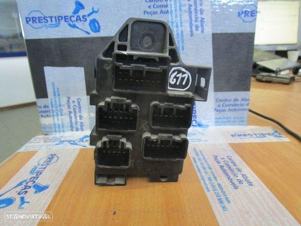 Caixa fusiveis CXFUS611 TOYOTA / AVENSIS VERSO / 2004 /