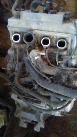 silnik honda F4 pojemność 600