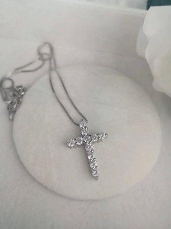 Naszyjnik krzyżyk błyszczący krzyż łańcuszek srebrny kryształowy nowy