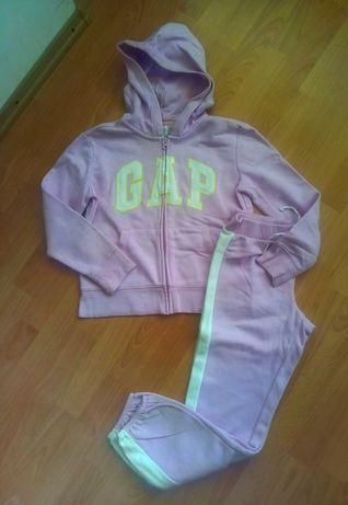 Классный спортивный костюм на девочку фирмы GAP 134-240-146