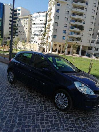 Renault Clio, motor 2.0, ano 2006, em excelente estado de conservação