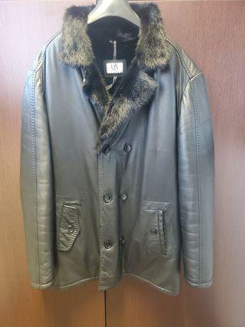 Кожаная зимняя куртка , воротник из норки, была куплена в Италии.