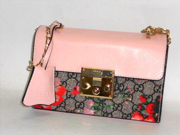 Różowa torebka w kwiaty Gucci piękny dodatek listonoszka