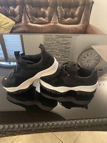 Совершенно новые женские ботинки . Made in Italy. W37