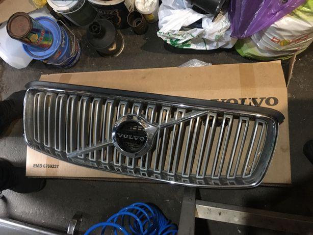 Решетка радиатора для Volvo XC90. Оригинал. Есть мелкий дефект. Смотри