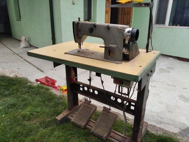 Промислова швейна машина