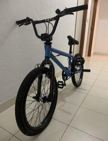 Bicicleta BMX (Bom Estado)