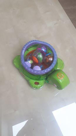 Zabawki zółw, samochód z krówką, saksofon, samochód z przyczepką