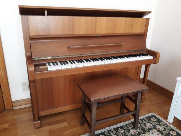 Piano vertical Römhildt